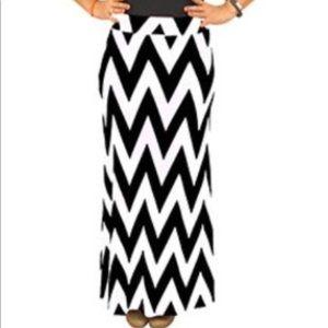 Dresses & Skirts - Chevron black and white stretchy Maxi Skirt